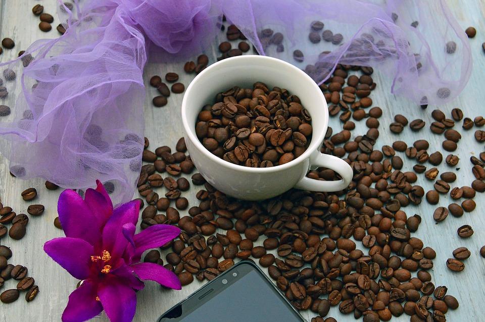 コーヒー豆の入ったカップ
